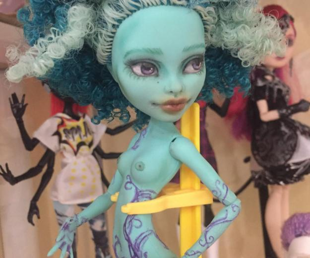 Ooak honey swamp monster high. Фото 4.