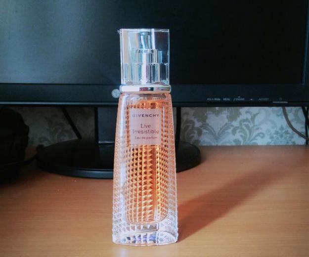Парфюмерная вода givenchy live irresistible, 40мл. Фото 3.
